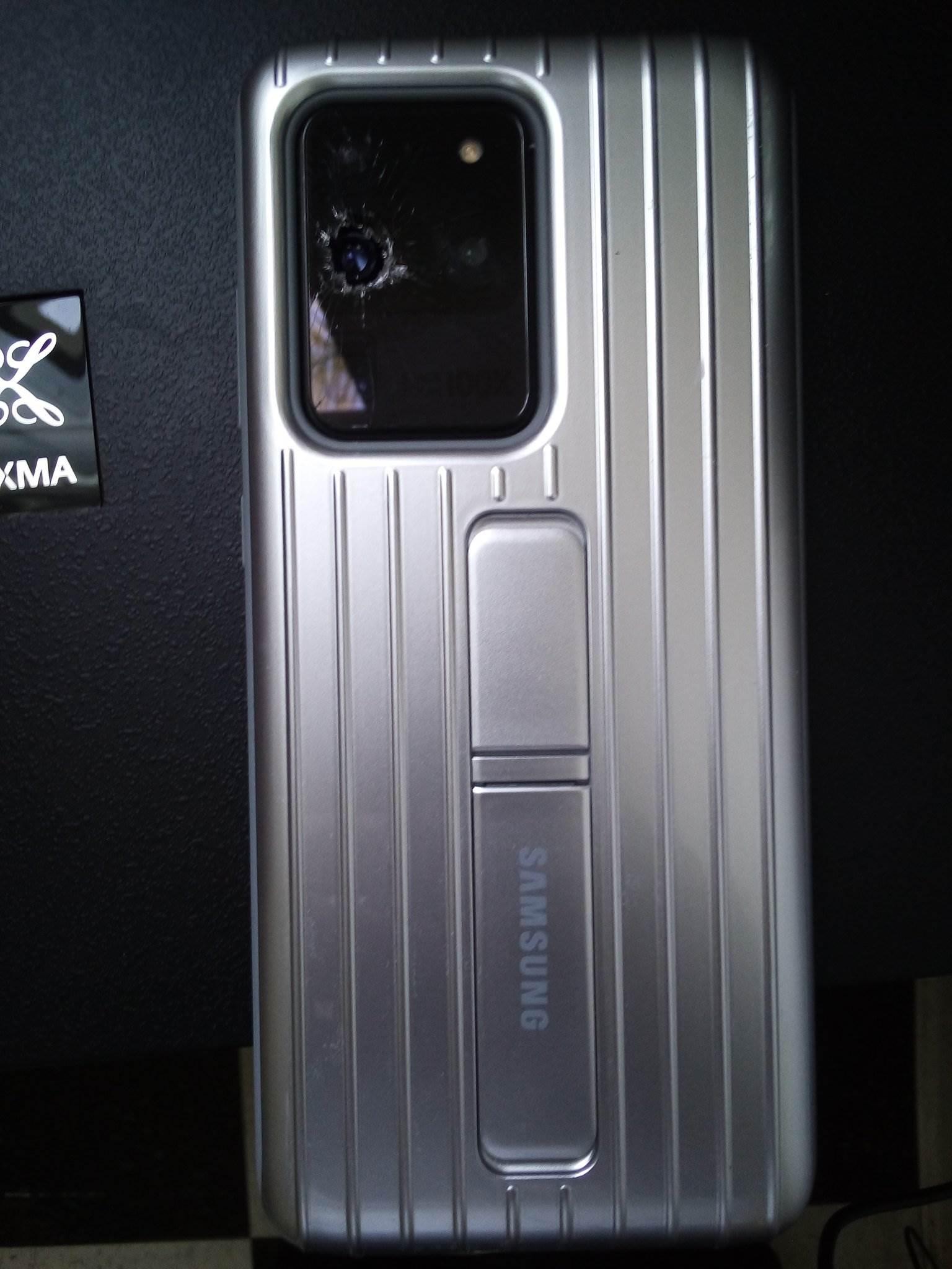 Pękający aparat w Galaxy S20, czyli nowy bardzo dziwny problem Samsunga polecane, ciekawostki pękający aparat, pękające szkło aparatu, Galaxy S20, błąd Galaxy S20  Właściciele Samsunga Galaxy S20 borykają się z nowym bardzo dziwnym problemem, który dotyczy aparatu w ich smartfonach. S20 1
