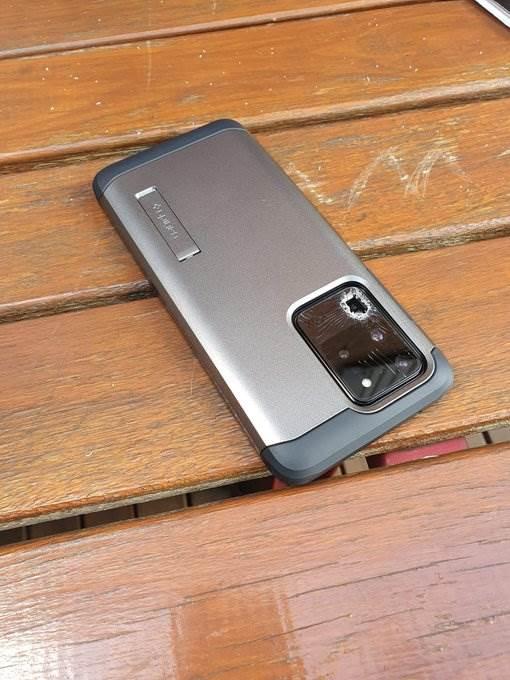 Pękający aparat w Galaxy S20, czyli nowy bardzo dziwny problem Samsunga polecane, ciekawostki pękający aparat, pękające szkło aparatu, Galaxy S20, błąd Galaxy S20  Właściciele Samsunga Galaxy S20 borykają się z nowym bardzo dziwnym problemem, który dotyczy aparatu w ich smartfonach. S20 2