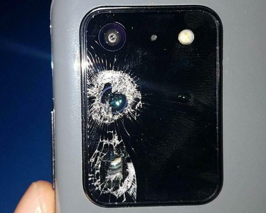 Pękający aparat w Galaxy S20, czyli nowy bardzo dziwny problem Samsunga polecane, ciekawostki pękający aparat, pękające szkło aparatu, Galaxy S20, błąd Galaxy S20  Właściciele Samsunga Galaxy S20 borykają się z nowym bardzo dziwnym problemem, który dotyczy aparatu w ich smartfonach. S20 3