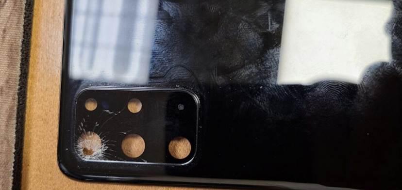 Pękający aparat w Galaxy S20, czyli nowy bardzo dziwny problem Samsunga polecane, ciekawostki pękający aparat, pękające szkło aparatu, Galaxy S20, błąd Galaxy S20  Właściciele Samsunga Galaxy S20 borykają się z nowym bardzo dziwnym problemem, który dotyczy aparatu w ich smartfonach. S20 4