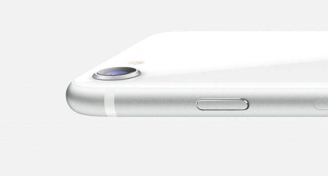 Popyt na iPhone'a SE 2020 przekroczył oczekiwania Apple polecane, ciekawostki iPhone SE 2020, Apple  Przedsprzedaż iPhone SE 2-generacji w USA i Europie ruszyła w piątek, 17 kwietnia. Informowaliśmy Was o tym jakiś czas temu. iPhoneSE2020 2 650x350