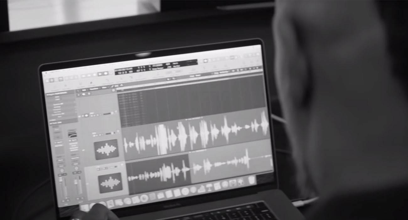 Apple udostępniło nowy film o tworzeniu muzyki za pomocą komputera Mac ciekawostki Wideo, Muzyka  Apple udostępniło nowy film o sztuce tworzenia muzyki, w którym wziął udział nominowany do nagrody Grammy amerykański producent Oak Felder muzyka reklama