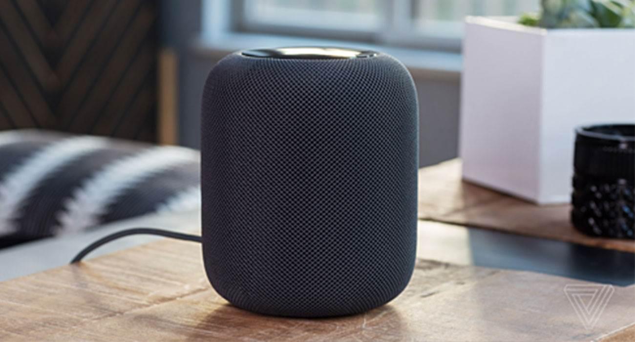 Apple żegna się z pierwszym HomePodem ciekawostki HomePod, głośnik HomePod, Apple kończy produkcję HomePod, Apple  Apple ogłosiło, że nie będzie już produkować dużego głośnika HomePod pierwszej generacji. Firma chce skupić się już tylko na HomePod mini, który wydany został w październiku ubiegłego roku. HomePod 2