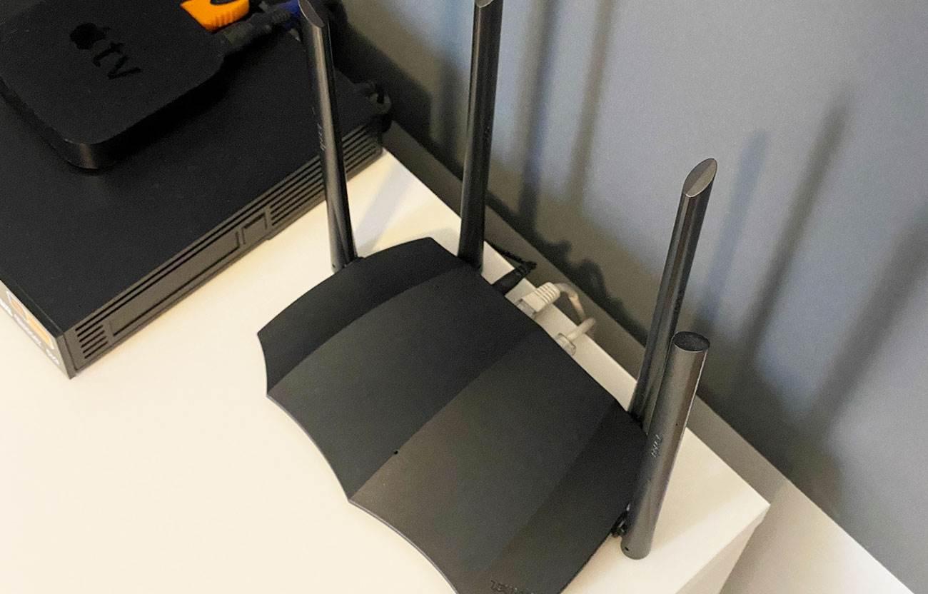 Tenda AC8 1200 - tani, kompaktowy, gigabitowy router z dużym zasięgiem Wi-Fi recenzje, polecane, ciekawostki Tenda AC8, Recenzja  Tenda wprowadziła kilka miesięcy temu do swojej oferty nowy, niedrogi dwuzakresowy router Wi-Fi o nazwie Tenda AC8 1200. Dziś chcielibyśmy napisać Wam kilka zdań na jego temat. Tenda AC8 3