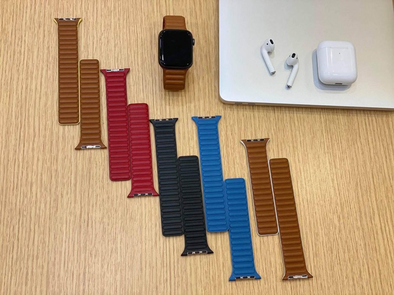 W sieci pojawił się film i zdjęcia nowych skórzanych pasków dla Apple Watch polecane, ciekawostki Wideo, skóra, Apple Watch  Użytkownik Reddit o pseudonimie onewingleft udostępnił zdjęcia nowych skórzanych pasków do zegarka Apple Watch, które firma może wprowadzić w przyszłym miesiącu. applewatchleakedband1
