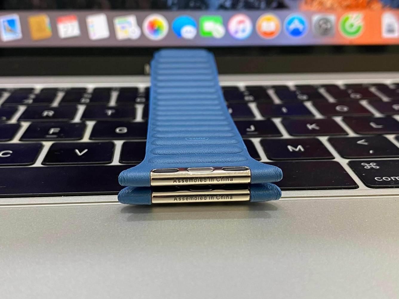 W sieci pojawił się film i zdjęcia nowych skórzanych pasków dla Apple Watch polecane, ciekawostki Wideo, skóra, Apple Watch  Użytkownik Reddit o pseudonimie onewingleft udostępnił zdjęcia nowych skórzanych pasków do zegarka Apple Watch, które firma może wprowadzić w przyszłym miesiącu. applewatchleakedband3