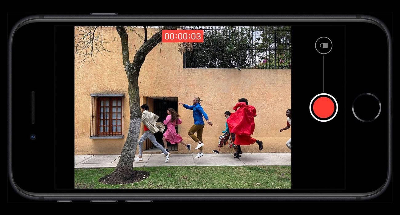 iOS 14 przenosi funkcję QuickTake na iPhone XR, XS i iPhone XS Max polecane, ciekawostki QuickTake na iPhone XR, QuickTake, iPhone XS, iOS 14, co to jest QuickTake  Wraz z wydaniem aktualizacji iOS 14 właściciele smartfonów Apple iPhone XR, XS i XS Max będą mieli dostęp do funkcji QuickTake, która wcześniej była dostępna wyłącznie na iPhone 11, 11 Pro i 11 Pro Max. take 1