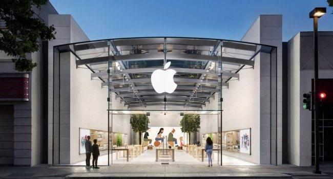 Apple ponownie wprowadza konieczność zakładania maski w swoich sklepach polecane, ciekawostki maska, Apple Store, Apple  Odwiedzający sklepy marki Apple w USA ponownie będą musieli nosić maski niezależnie od tego, czy mają zaświadczenie o szczepieniu, informuje Bloomberg. AppleStore 650x350
