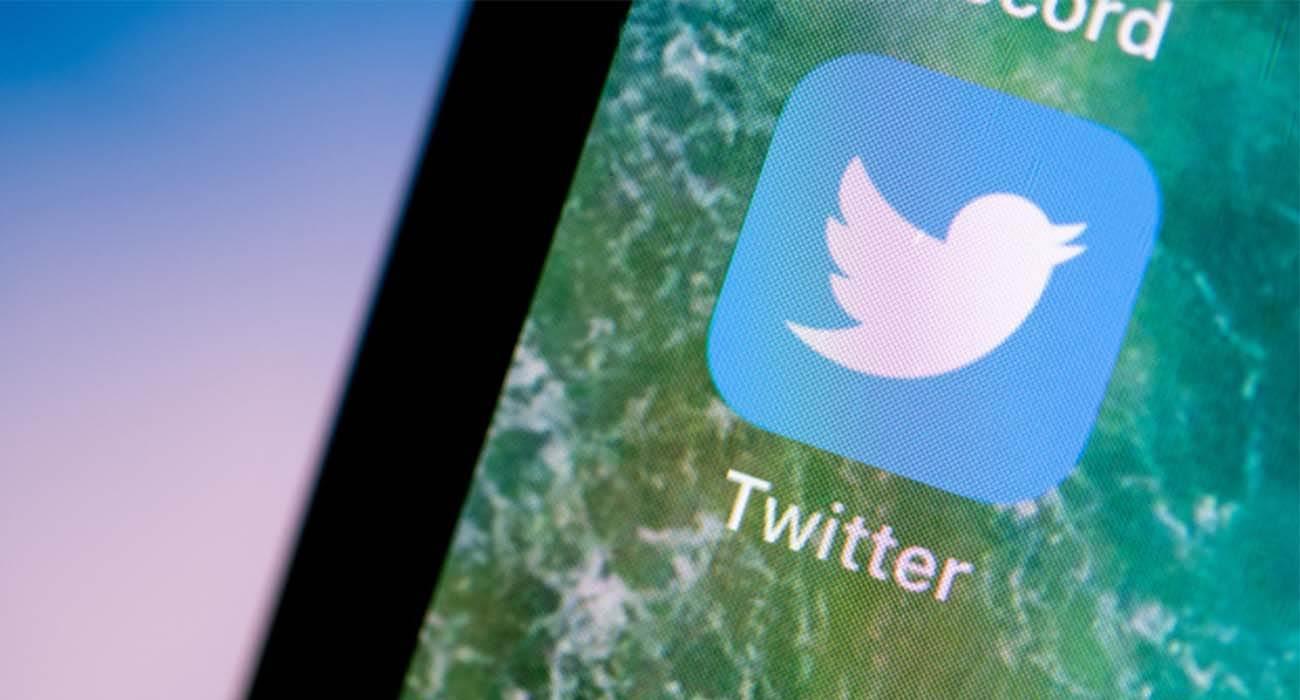 #HollywoodInYourPocket – Apple uruchamia nowy hashtag na Twitterze ciekawostki Twitter, HollywoodInYourPocket, hastag  Twitter ma nowy hashtag Apple #HollywoodInYourPocket z klapsem, który jest wykorzystywany w profesjonalnej kinematografii. Jest to element kampanii iPhone 13 i iPhone 13 Pro. Twitter