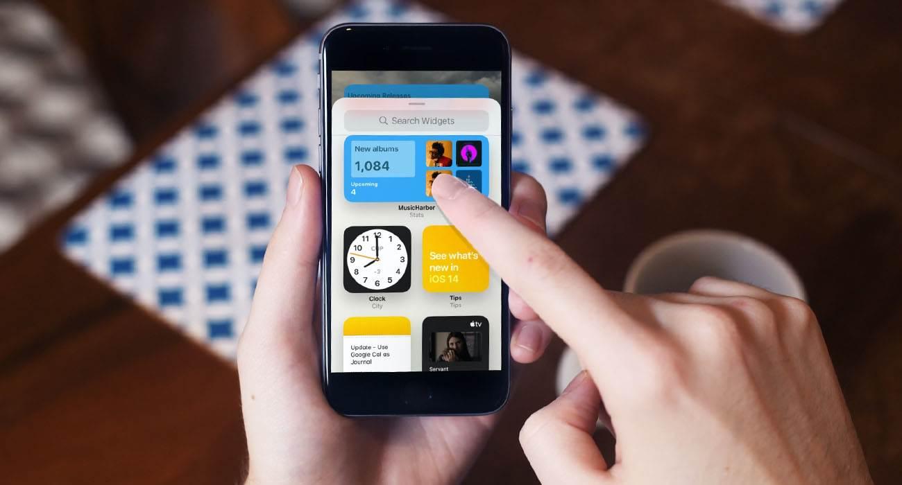 iOS 14 - przywracamy widget ulubione kontakty polecane, ciekawostki widżet, Widget, ulubione kontakty w widgecie, ulubione kontakty, iPhone, iOS 14  Mobilny system operacyjny iOS 14 dostępny jest dla wszystkich od niemal tygodnia. Aktualizacja zawiera szereg przydatnych innowacji, ale zniknęły również niektóre przydatne funkcje znane z iOS 13. widgety 2