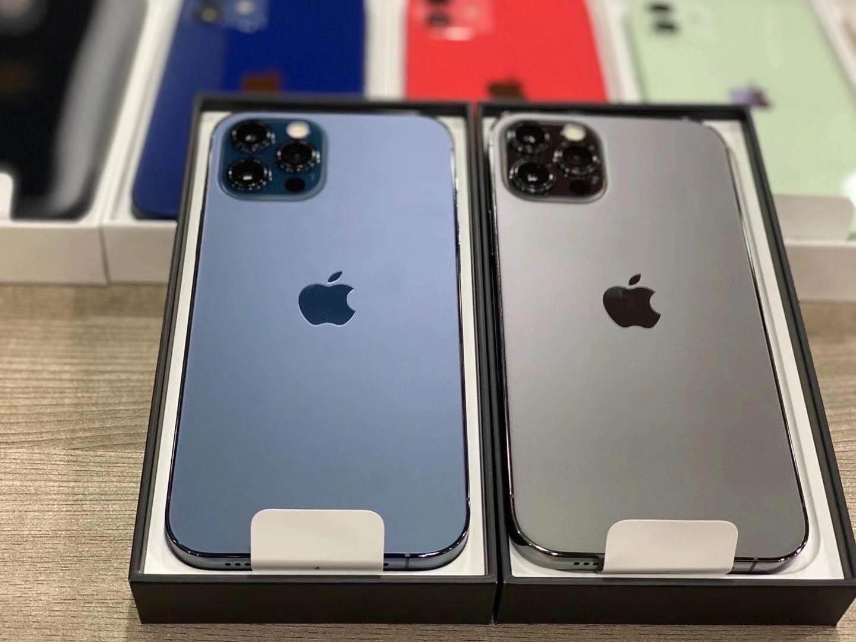 Pojawiły się pierwsze prawdziwe zdjęcia iPhone 12 i iPhone 12 Pro w nowych kolorach polecane, ciekawostki zdjecia na zywo, zdjęcia na żywo, prawdziwe zdjecia, iPhone 12 Pro na zywo, iPhone 12 Pro, iPhone 12 na zywo, iPhone 12  Użytkownik o pseudonimie DuanRui opublikował na Twitterze zdjęcia iPhone 12 i iPhone 12 Pro w nowych kolorach. Jak Wam się podoba? 2