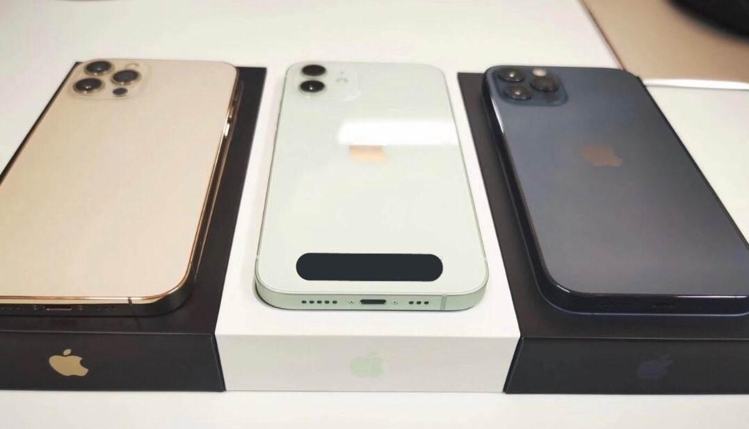 Pojawiły się pierwsze prawdziwe zdjęcia iPhone 12 i iPhone 12 Pro w nowych kolorach polecane, ciekawostki zdjecia na zywo, zdjęcia na żywo, prawdziwe zdjecia, iPhone 12 Pro na zywo, iPhone 12 Pro, iPhone 12 na zywo, iPhone 12  Użytkownik o pseudonimie DuanRui opublikował na Twitterze zdjęcia iPhone 12 i iPhone 12 Pro w nowych kolorach. Jak Wam się podoba? 4