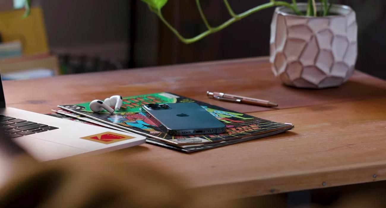 Apple zmniejsza produkcję iPhone'a 12 mini ciekawostki iPhone 12 mini, Apple  Apple zmniejszyło produkcję iPhone'a 12 mini o 2 miliony sztuk, aby zwiększyć moc produkcyjną iPhone'a 12 Pro, powiedział Morgan Stanley w nowej nocie inwestycyjnej. iPhone12 4 1