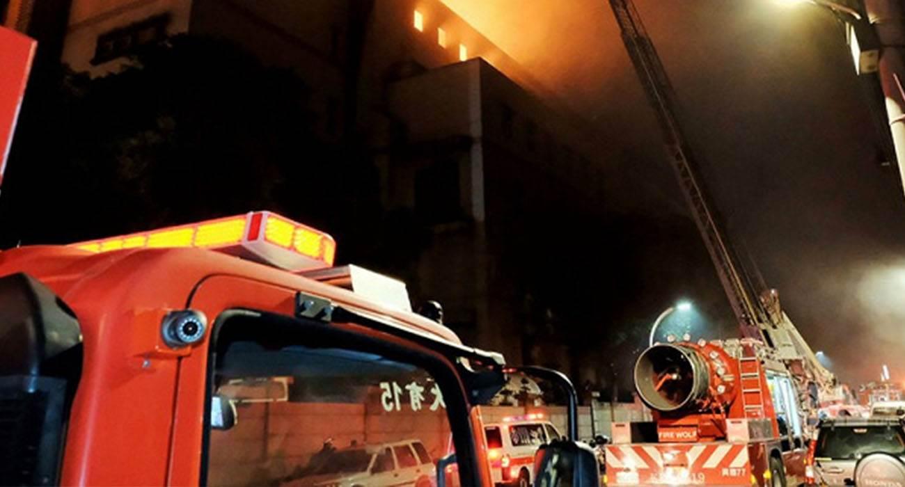 Ogromny pożar przy produkcji podzespołów do iPhone 12. Dostawy smartfonów zagrożone? polecane, ciekawostki pożar, PCB Unimicron Technology, iPhone 12  Wczoraj w fabryce PCB Unimicron Technology wybuchł wielki pożar, w wyniku którego jedna osoba doznała poważnych oparzeń. Unimicron Technology jest jednym z głównych dostawców PCB dla iPhone 12. pozar