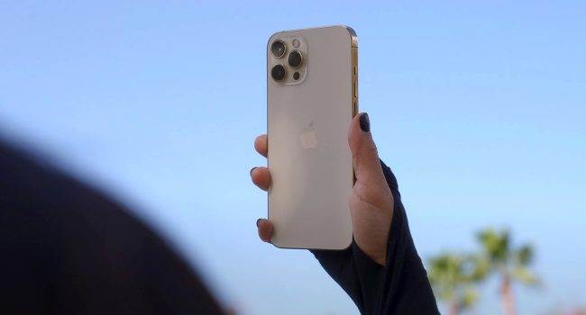 Zamówiła na stronie Apple nowego iPhone 12 Pro Max, a dostała jogurt o smaku jabłkowym polecane, ciekawostki kupiła iPhone a dostała jogurt, jogurt o smaku jabłkowym, jogurt, iPhone 12 Pro Max, Apple  Historie o tym, że użytkownik zamówił smartfon Apple, a zamiast tego otrzymał inny przedmiot, który z pewnością nie był smartfonem znamy nie od dziś. Ale ta historia jest inna. iPhone12ProMax 1 650x350