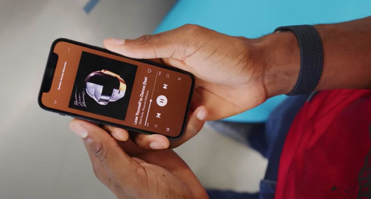 iPhone 13 mini będzie ostatnim małym iPhone?m polecane, ciekawostki iPhone 13 mini, iPhone 12 mini, Apple  Jeśli kochacie małe smartfony i czekacie na iPhone 14 mini to nie mamy dobrych wieści. Tegoroczny model mini będzie ostatnim małym iPhone'm dostępnym w ofercie Apple. iPhone12mini 2