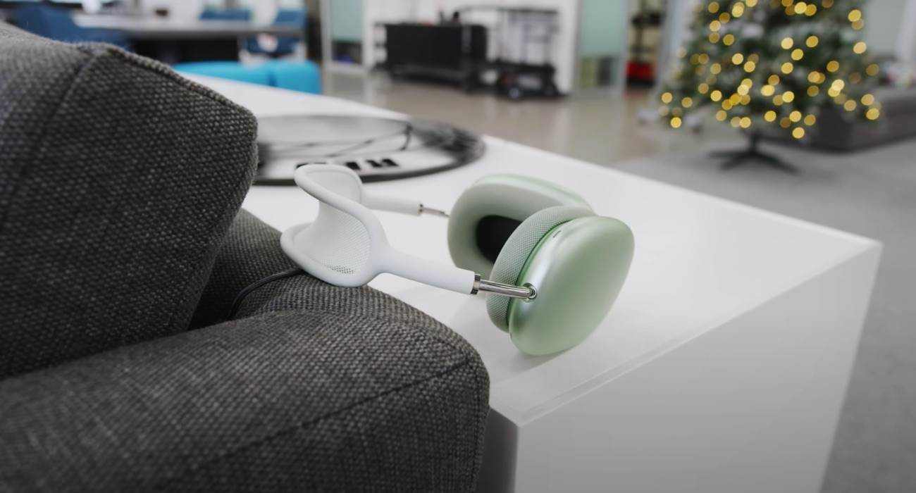 Właściciele AirPods Max narzekają na szybkie rozładowywanie się słuchawek polecane, ciekawostki bateria, Apple, AirPods się szybko rozładowują  Właściciele nowych nausznych słuchawek Apple AirPods Max narzekają na nadmierne zużycie baterii, gdy gadżet nie jest używany i znajduje się w specjalnym etui. AirPodsMax 2