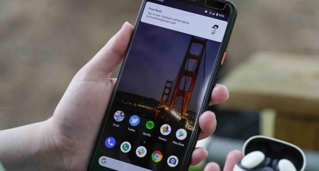 Nowy interfejs parowania smartfona ze słuchawkami w Android jest łudząco podobny do tego z iOS polecane, ciekawostki iOS  Google zmieniło interfejs funkcji Fast Pair do szybkiego parowania smartfonów ze słuchawkami - teraz powiadomienie o połączeniu wygląda tak samo jak to z iOS. google sluch