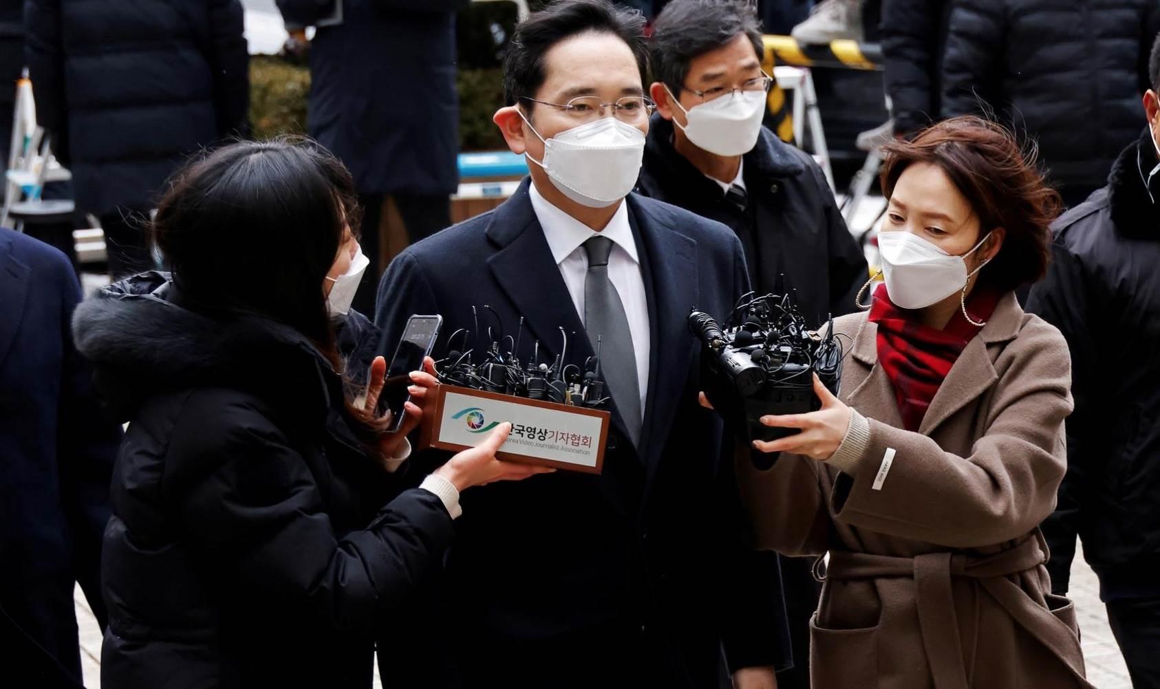 Wiceprezes Samsunga skazany na 2,5 roku więzienia polecane, ciekawostki więzienie, skazany, Samsung, Lee Jae Young  Reuters donosi, że sąd w Seulu skazał wiceprezesa Samsung Electronics i szefa Samsung Group Lee Jae Younga na 2,5 roku więzienia. 1@2x 3