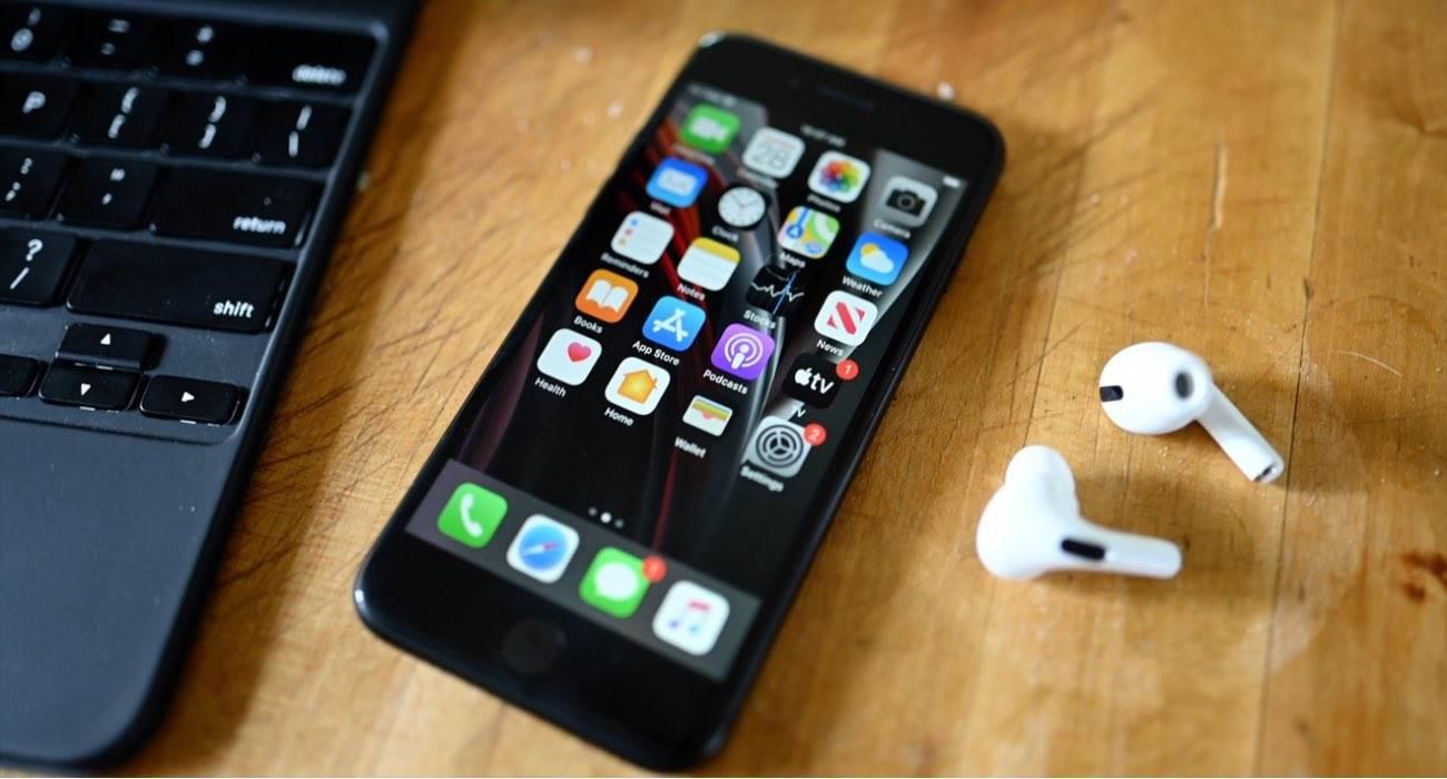 Apple wypuści AirPods Pro 2. generacji i iPhone SE 3 w kwietniu 2021 roku polecane, ciekawostki Apple, AirPods Pro 2  Apple planuje wypuścić AirPods Pro 2.generacji i iPhone SE 3.generacji w kwietniu 2021 roku - podaje japoński blog MacOtakara, powołując się na źródła w chińskim łańcuchu dostaw. AirPodsPro