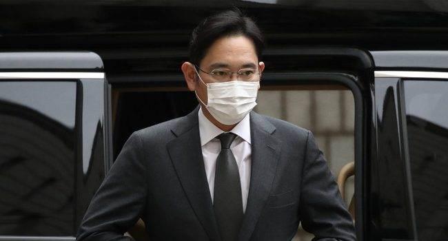 Wiceprezes Samsunga skazany na 2,5 roku więzienia polecane, ciekawostki więzienie, skazany, Samsung, Lee Jae Young  Reuters donosi, że sąd w Seulu skazał wiceprezesa Samsung Electronics i szefa Samsung Group Lee Jae Younga na 2,5 roku więzienia. Sams 1 650x350