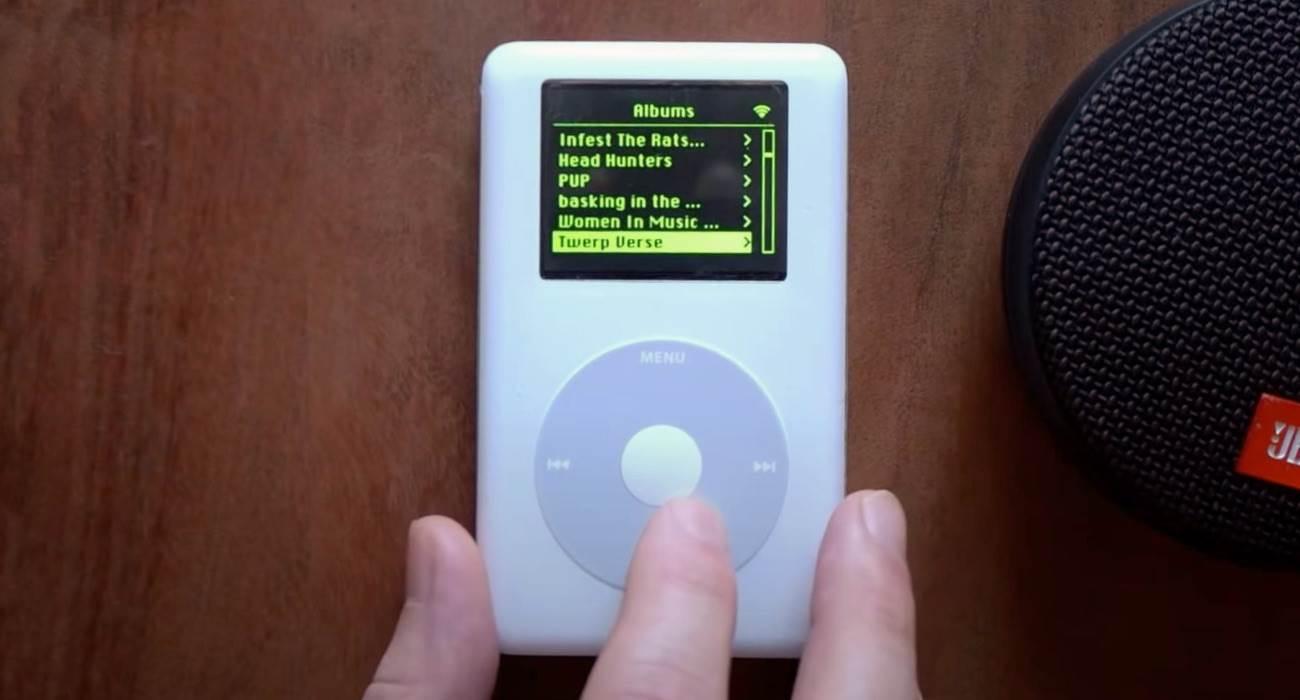 Deweloper zmodyfikował starego iPod Classic i dodał do niego Spotify oraz Wi-Fi polecane, ciekawostki Wideo, Spotify na iPod, iPod Classic, iPod  Deweloper Guy Dupont zmodyfikował iPoda Classic czwartej generacji, wprowadzonego w 2004 roku i dodał do odtwarzacza Wi-Fi i Spotify. iPod spotify