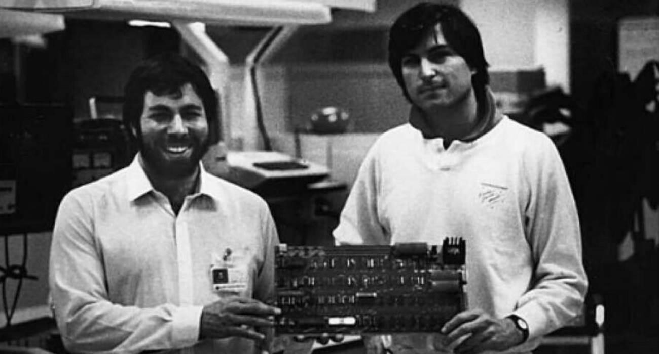 Komputer Apple I wystawiony na eBay za 1,5 miliona dolarów polecane, ciekawostki komputer Apple I, ebay, Apple I  Jeden z sześciu komputerów Apple I, zmontowanych przez Jobsa i Woźniaka, jest wystawiony na eBay za 1,5 miliona dolarów. Apple I 1
