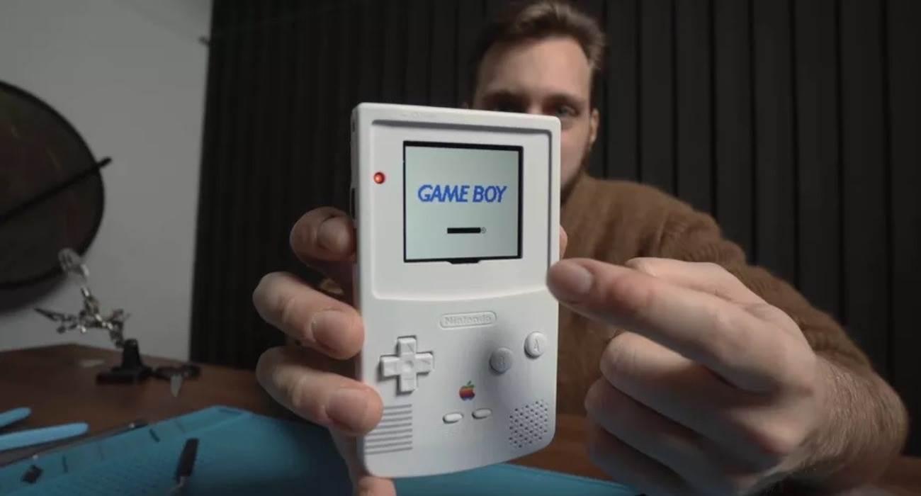 Włoski bloger zmienia Game Boy Color w pilota do Apple TV polecane, ciekawostki Wideo, pilot Apple TV, game boy jako pilot do Apple TV, Game Boy  Włoski bloger Otto Kliman zmodyfikował konsolę przenośną Game Boy Color i przekształcił ją w pilota do Apple TV. GameBoy