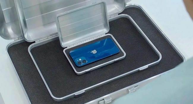 Pomimo słabej sprzedaży iPhone 12 mini, Apple nie zamierza rezygnować z najmniejszego flagowca polecane, ciekawostki Produkcja, Premiera, iPhone 12s mini, iPhone 12s, Apple  Pomimo tego, że sprzedaż iPhone'a 12 mini jest na niskim poziomie (a nawet krążą plotki o zaprzestaniu produkcji tego modelu), Apple nie zamierza rezygnować z najmniejszego flagowca: iPhone 13 mini zostanie wydany zgodnie z planem. iPhone12Mini 650x350