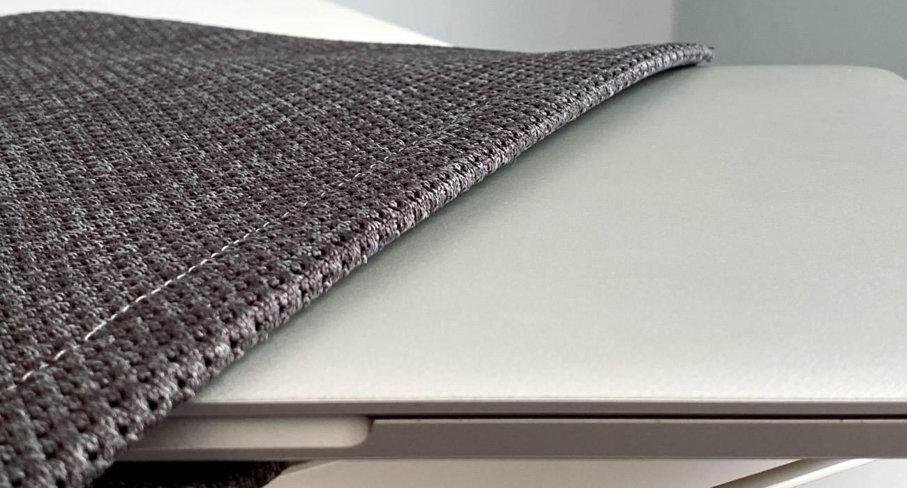 Incase Slip Sleeve -  ultralekki i ultracienki pokrowiec do Twojego MacBooka recenzje, polecane, ciekawostki pokrowiec, MacBook, Incase Slip Sleeve  Szukacie ultracieńkiego, wygodnego i ultralekkiego pokrowca do MacBooka? Mamy coś takiego dla Was. Poznajcie Slip Sleeve, czyli nowość od Incase. Incase 3