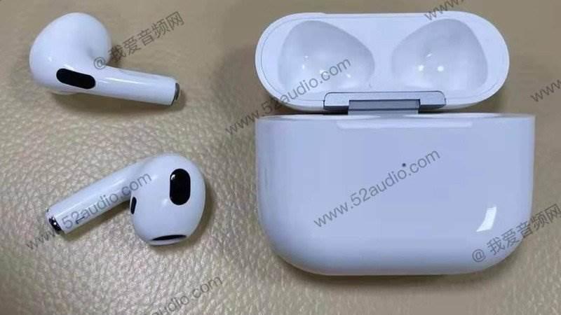 W sieci pojawiły się nowe zdjęcia Apple AirPods 3 polecane, ciekawostki Apple AirPods 3, AirPods 3.generacji, AirPods 3  Przed zbliżającą się zapowiedzią AirPods trzeciej generacji 52audio opublikowało serię zdjęć przedstawiających rzekome nowe bezprzewodowe słuchawki douszne Apple.  airpods 3 1