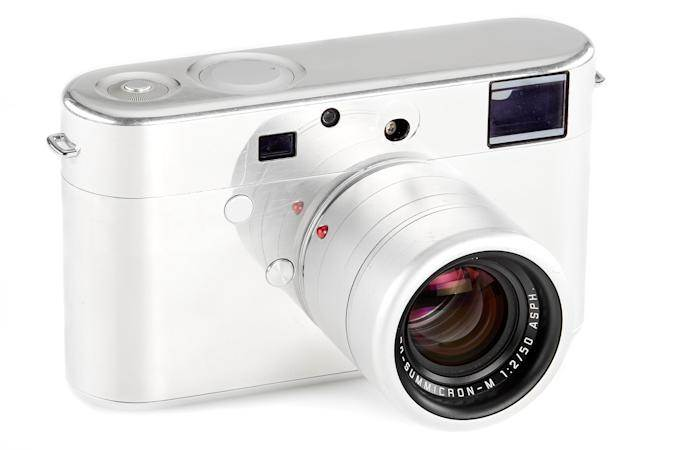 Prototyp aparatu Leica Jony'ego Ive'a trafi na aukcję polecane, ciekawostki Ive, aparat, aikcja  Unikalny prototyp aparatu Leica M, zaprojektowany przez byłego głównego projektanta Apple, Jony'ego Ive i jego partnera Marka Newsona, trafi na aukcję w czerwcu. aparat ive