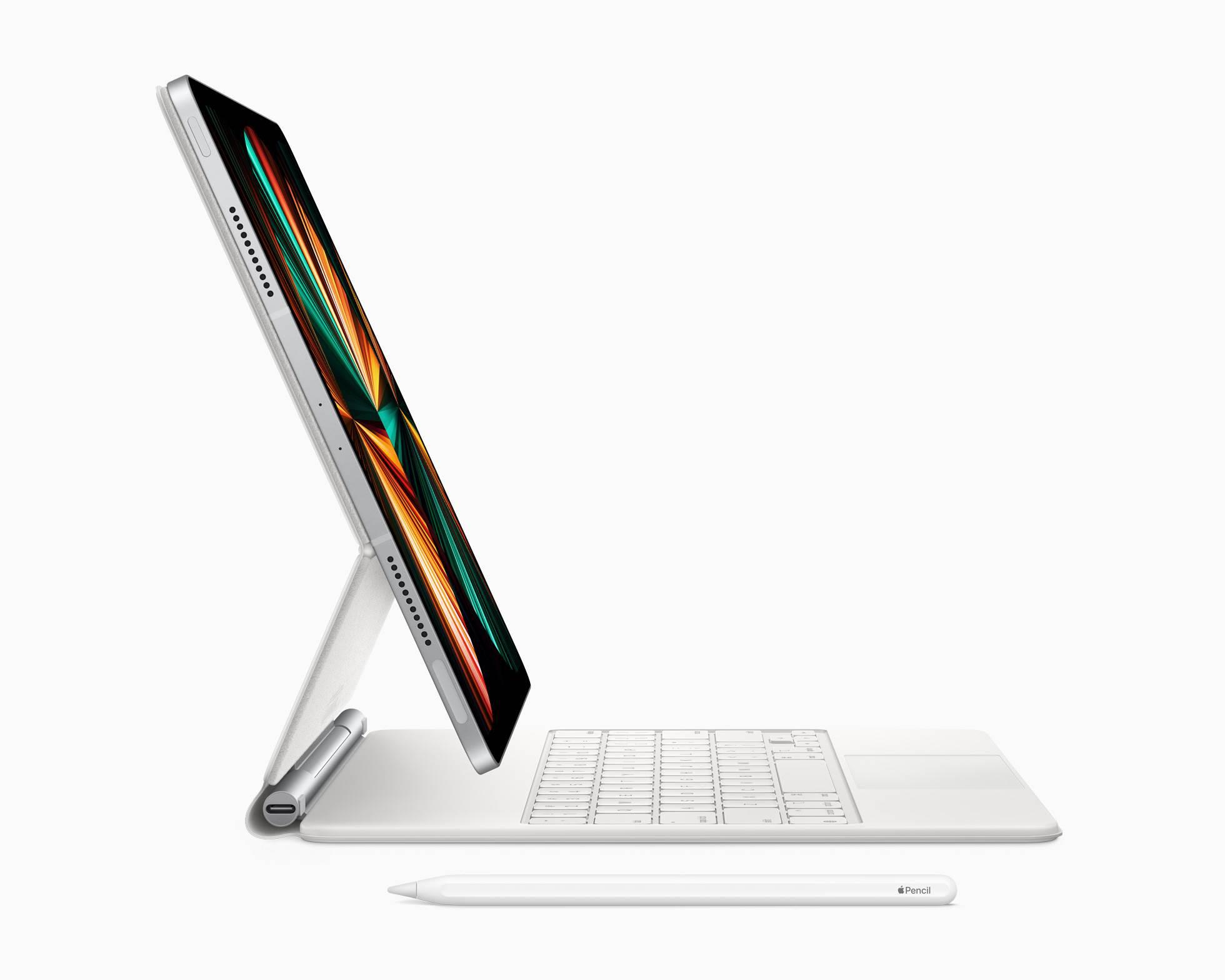 Nowe iPady Pro z procesorem M1 oficjalnie zaprezentowane polecane, ciekawostki Specyfikacja, polskie ceny ipad Pro M1, M1, iPad Pro z procesorem M1, iPad Pro z czipem M1, ile kosztuje nowy Ipad Pro, czip M1, ceny iPad Pro z M1 w polsce, ceny  Dziś oprócz nowego fioletowego iPhone 12 / 12 mini, AirTag, iMac 2021, Apple TV 4K i Apple Card Family Apple zaprezentowało także nowe iPady Pro. Przyjrzyjmy się im z bliska. iPad keyborard