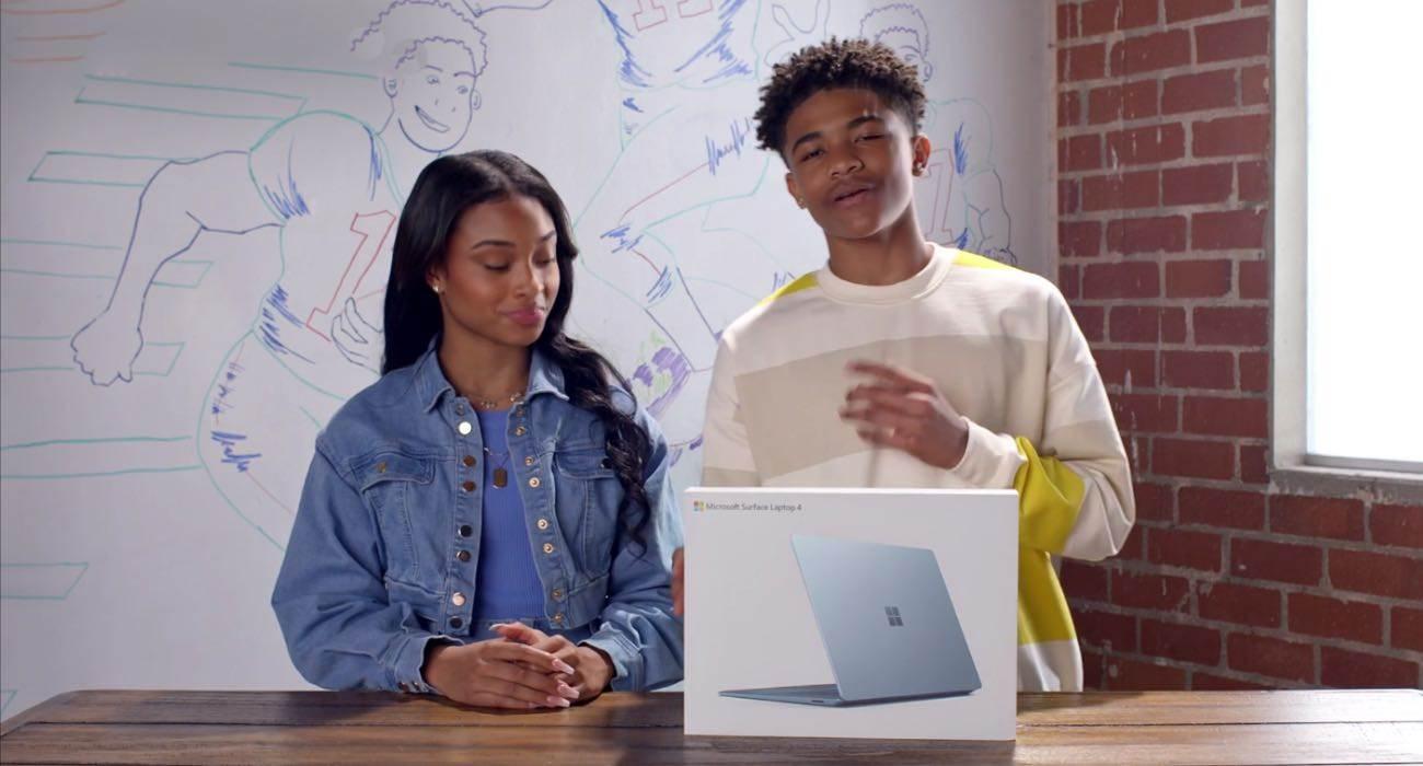 Microsoft znów śmieje się z Apple w najnowszej reklamie Surface Laptop 4 polecane, ciekawostki Wideo, Surface Laptop 4, reklama, microsoft śmieje się z Apple, Apple  Firma Microsoft nie przestaje i udostępnia na swoim kanale YouTube nową reklamę w której firma porównuje Surface Laptop 4 do 13-calowego MacBooka Pro z chipem M1. microsoft