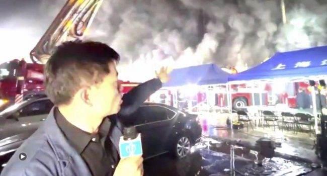 Ogromny pożar w fabryce dostawcy Apple polecane, ciekawostki Szanghaj, pożar w Casetek Group, pożar, dostawca Apple, chiny, Casetek Group, Apple  Pożar w fabryce Casetek Group, tajwańskiego producenta elektroniki i dostawcy dla giganta technologicznego Apple, niedaleko Szanghaju w Chinach, zabił osiem osób, w tym dwóch strażaków. pozar 650x350