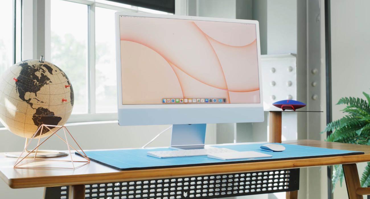 iFixit rozebrało iMac z M1 i pokazało różnice między podstawowym a droższym modelem polecane, ciekawostki jak rozkręcić iMac z M1, iMac z procesorem M1, iMac z M1 rozebrany, iMac z M1  Firma iFixit jak to zwykle po wydaniu nowych produktów firmy Apple bywa rozebrała na części najnowszego Apple iMac z M1 i udostępniła zdjęcia wewnętrznych komponentów. iMac 1