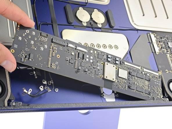 iFixit rozebrało iMac z M1 i pokazało różnice między podstawowym a droższym modelem polecane, ciekawostki jak rozkręcić iMac z M1, iMac z procesorem M1, iMac z M1 rozebrany, iMac z M1  Firma iFixit jak to zwykle po wydaniu nowych produktów firmy Apple bywa rozebrała na części najnowszego Apple iMac z M1 i udostępniła zdjęcia wewnętrznych komponentów. imac 3 2