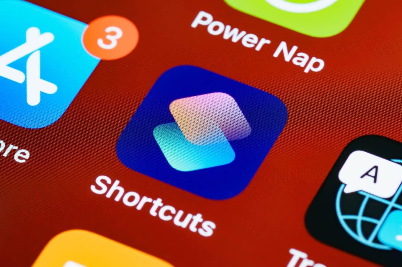 Skróty w iOS 14.6 działają znacznie szybciej polecane, ciekawostki skróty, ShortCuts, iPadOS 14.6, iOS 14.6  Apple po cichu przyspieszyło działanie Skrótów w iOS 14.6. Są one teraz znacznie szybsze niż poprzednich wersjach iOS 14. shortcust