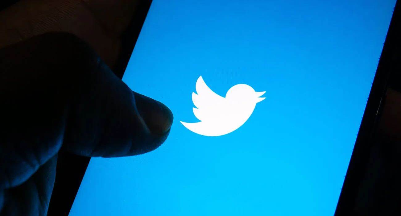 Apple wprowadza unikalny hashtag na Twitterze przed prezentacją iPhone 13 ciekawostki Twitter, hashtag, appleevent  Apple zgodnie z tradycją uruchomiło na Twitterze unikalny hashtag #AppleEvent. Obok niego pojawia się logo Apple, które wykonane jest w tym samym stylu co to na zaproszeniu. Twitter