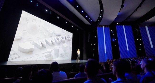 Apple ma dość wirtualnych konferencji i chce wrócić do tradycyjnych prezentacji polecane, ciekawostki WWDC, tradycyjne prezentacje, Apple  W ramach corocznej ankiety przeprowadzonej po WWDC firma Apple zapytała programistów, czy chcieliby powrócić do tradycyjnej formy prezentacji.  WWDC 650x350