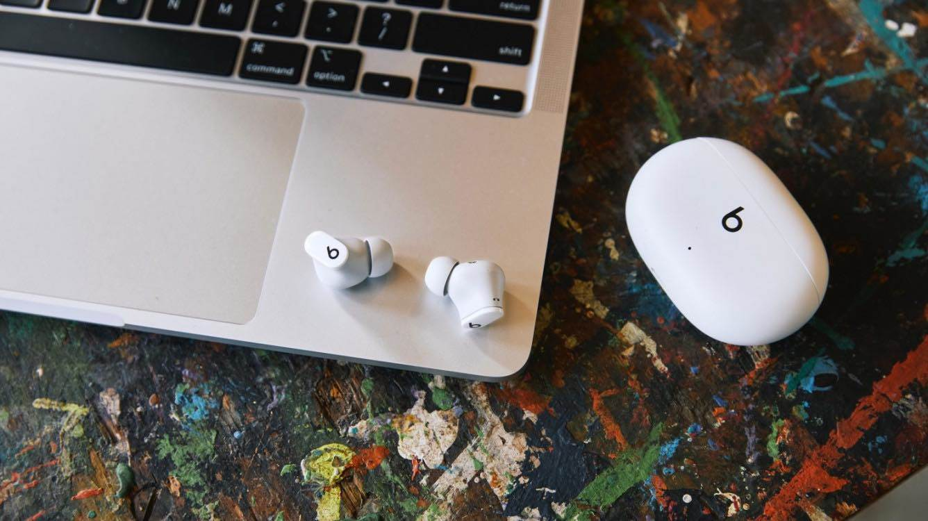 Słuchawki Beats Studio Buds oficjalnie zaprezentowane polecane, ciekawostki Wideo, polska cena, Beats Studio Buds, Beats  Dzisiaj, 14 czerwca, Apple oficjalnie zaprezentowało nowe bezprzewodowe słuchawki Beats Studio Buds z aktywną redukcją szumów. beats 3