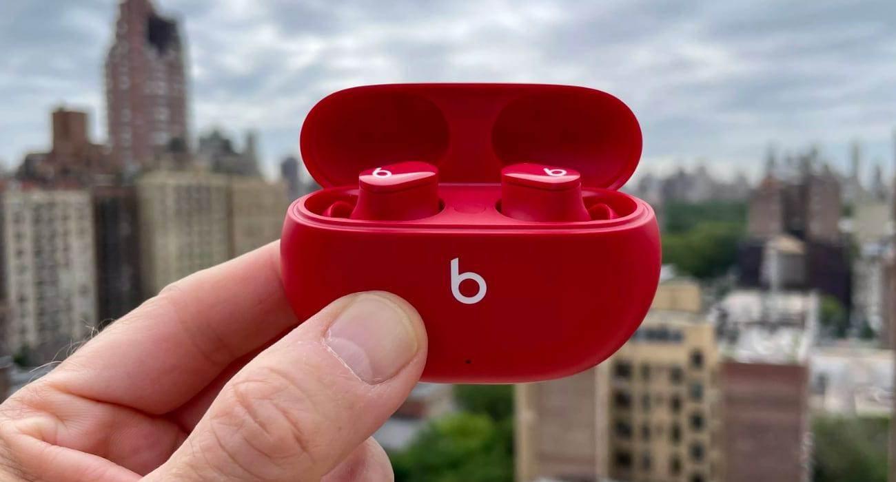 Słuchawki Beats Studio Buds oficjalnie zaprezentowane polecane, ciekawostki Wideo, polska cena, Beats Studio Buds, Beats  Dzisiaj, 14 czerwca, Apple oficjalnie zaprezentowało nowe bezprzewodowe słuchawki Beats Studio Buds z aktywną redukcją szumów. beats