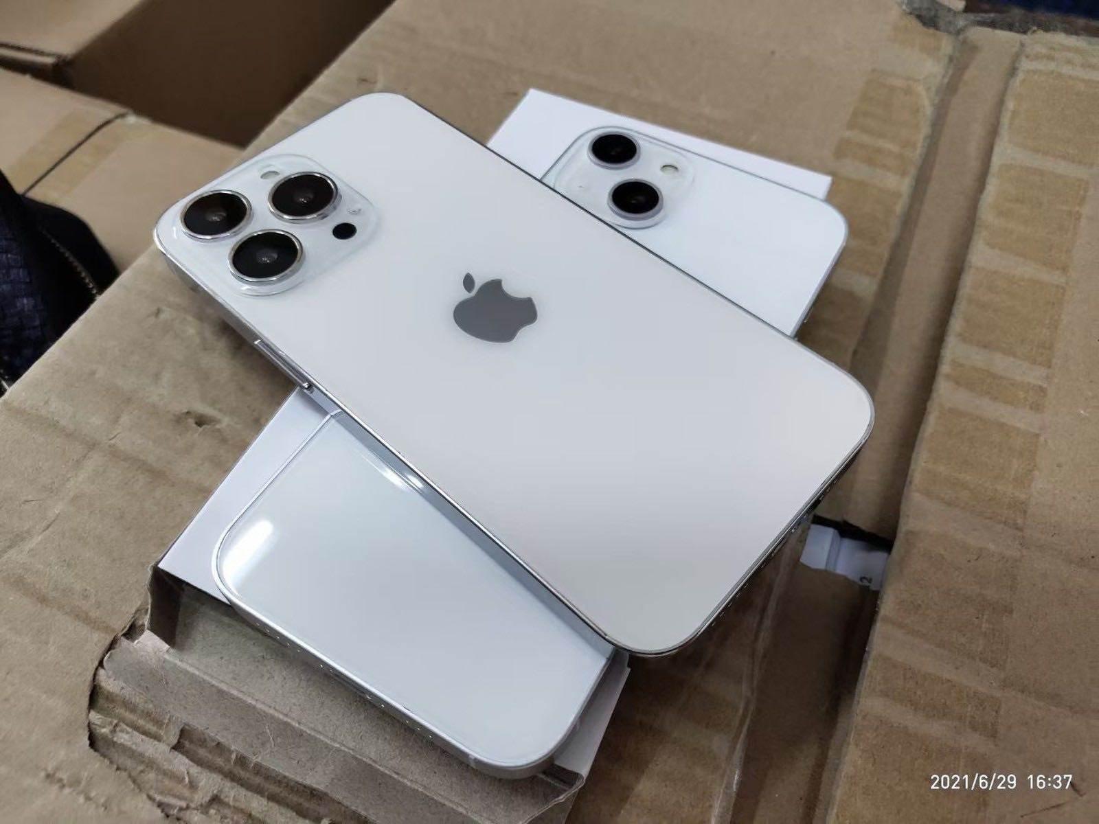 W sieci pojawiły się nowe zdjęcia atrap iPhone 13 / 13 Pro polecane, ciekawostki makiety, iPhone 13 Pro, iPhone 13, atrapy  W sieci pojawiły się nowe zdjęcia atrap iPhone 13 Pro i iPhone 13, która potwierdzają nowy układ kamer w podstawowej trzynastce i mniejszy notch. iP13 2