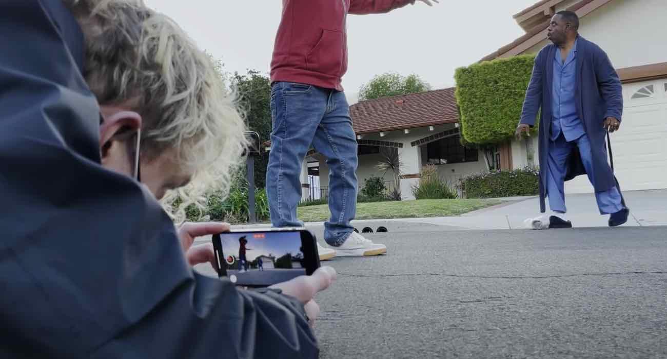 Apple pokazuje, jak nagrywać filmy iPhone?m polecane, ciekawostki Wideo, jak nagrać film iPhone, iPhone 12  Firma Apple udostępniła nowy film ?Shot with iPhone?, który pokazuje, jak łatwo jest nagrywać filmy iPhone?m. iPhone12 camera 1