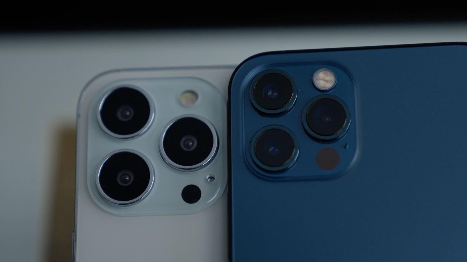 Atrapy iPhone 13 / 13 Pro pokazane w nowym filmie polecane, ciekawostki Wideo, iPhone 13 Pro, iPhone 13, Apple  Wiele atrap iPhone 13 pojawiło się w ciągu ostatnich kilku tygodni. Pierwsze zostały ujawnione przez Sonny'ego Dicksona, który dał nam pierwsze spojrzenie na większy moduł kamery. iphone 12 pro iphone 13 pro