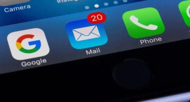 Apple przyznało, że sprawdza naszą pocztę od 2019 roku ciekawostki szpiegostwo, śledzenie, podgląd korespondencji, poczta, kontrola zdjęć, kontrola rodzicielska, kontrola poczty, Google Mail, Gmail, email, apple szpieguje, apple sprawdza nasza poczte, apple czyta maile, Apple  Pomimo faktu, że Apple nie wprowadziło jeszcze opcji skanowania zdjęć iPhone pod kontem pornografii dziecięcej, a jedynie ostrzegło o swoich zamiarach, użytkownicy już poważnie się wzburzyli. Poczta 650x350