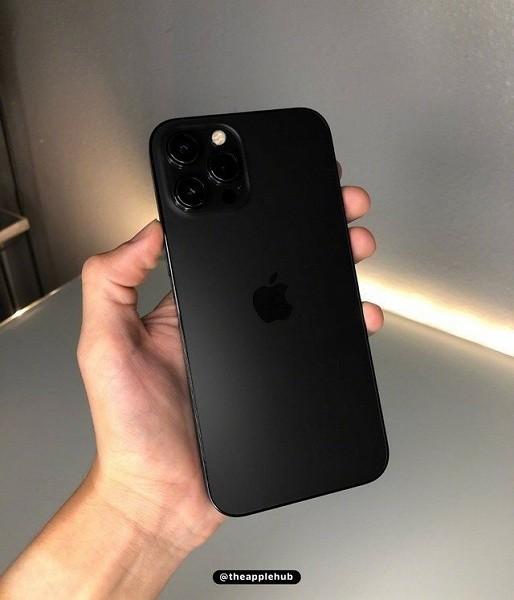 Tak może wyglądać iPhone 13 Pro w dwóch nowych kolorach ciekawostki nowy kolor iphone 13 pro, kolory iphone 13 pro, iphone 13 pro rose gold, iphone 13 pro price, iphone 13 pro preis, iphone 13 pro max kolory, iphone 13 pro matte black, iphone 13 pro matt black, iphone 13 pro matowa czern, iphone 13 pro colors, brazowy iphone 13 pro  Dobrze wszystkim znany użytkownik Ben Geskin, który regularnie publikuje ciekawe grafiki koncepcyjne i rendery, pokazał, jak może wyglądać iPhone 13 Pro w dwóch nowych kolorach.  13 carny