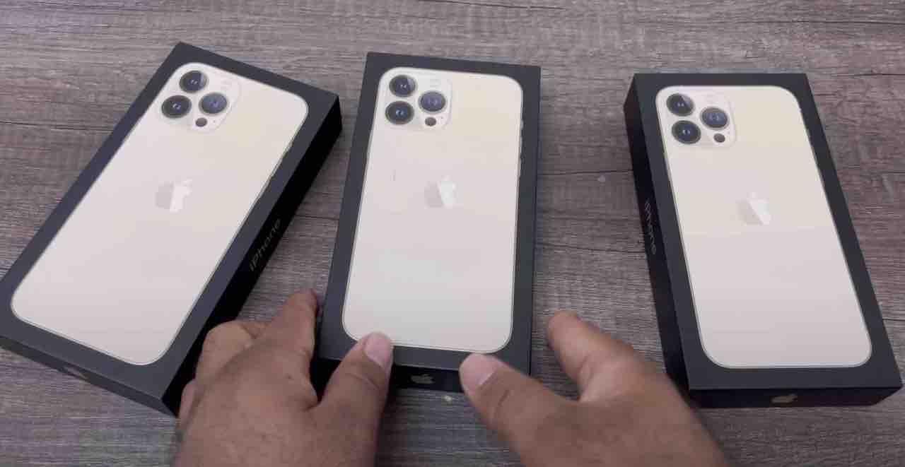 W sieci pojawił się pierwszy wideo unboxing iPhone 13 Pro Max ciekawostki wideo ubnoxing, unboxing iphone 13 pro max, pierwsze rozpakowanie iphone 13 pro max, iPhone 13 Pro max  Po pierwszym rozpakowaniu wszystkich etui Apple dla iPhone 13 przyszedł czas na pierwszy unboxing największego z tegorocznych smartfonów, czyli iPhone 13 Pro Max. iP13 1 3
