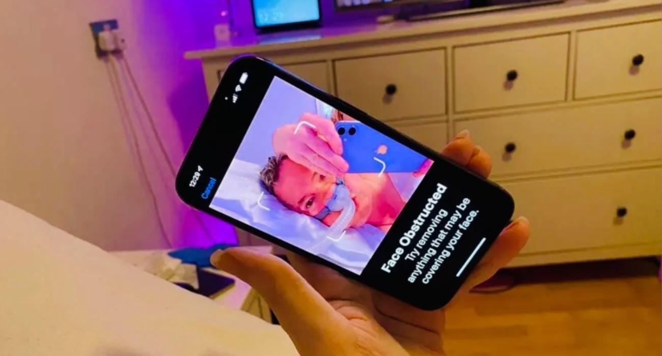 Face ID iPhone'a 13 nie działa z maskami CPAP ciekawostki iPhone 13 Pro, face id nie dziala w iphone 13 pro, face ID  Apple wprowadziło pewne zmiany w działaniu Face ID w iPhone 13 | 13 Pro, co spowodowało pewne problemy u użytkowników z maskami CPAP. maska 1