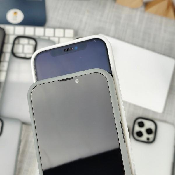 Mniejszy notch iPhone'a 13 pokazany na pierwszych zdjęciach. Jak Wam się podoba? ciekawostki mniejszy notch, mniejsze wciecie w ekranie, iPhone 13 Pro, iPhone 13  Prezentacja iPhone 13 i innych gadżetów firmy Apple już w najbliższy wtorek, więc w sieci zaczyna pojawiać się coraz więcej przecieków i informacji na temat nowych produktów. notchi iphone13 1